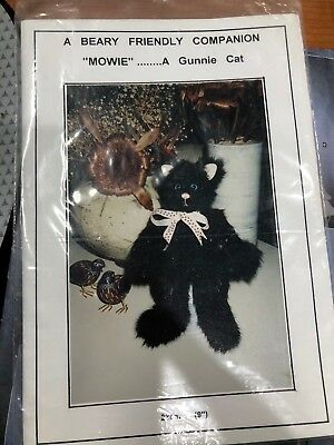 A Beary Friendly Companion Mowie Gunnie Cat Teddy Pattern 9""