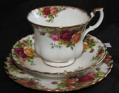 ROYAL ALBERT Old Country Roses1962 Trio Teacup Saucer and Plate