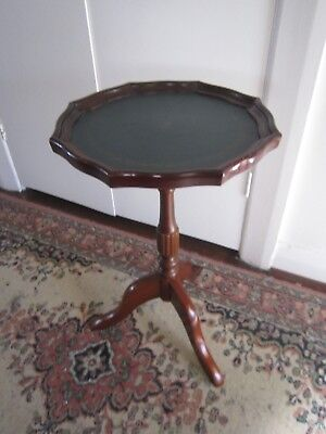 Great Vintage Gold Embossed Green Leather Top Occasional Wine Side Table