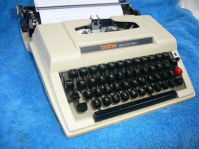 VINTAGE RETRO 1960s BROTHER DELUX 700T MANUAL TYPEWRITER - WORKING ORDER