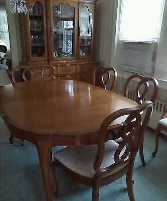 Vtg. French provincial SOLID fruitwood dining room set w/6 chairs, 3 leafs.