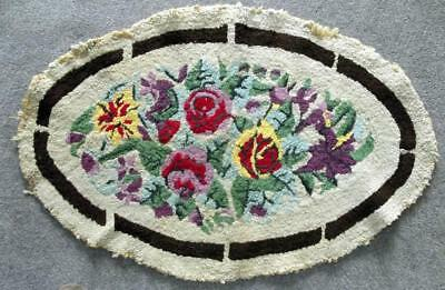"Vintage Handmade 34"" x 22½"" Oval Hooked Rug W/Lovely Floral Pattern Mid 1900s"