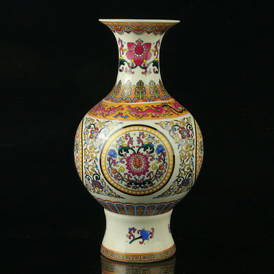 China Colorful Porcelain Hand-Painted Flowers Vase As The Qianlong Period R1025a