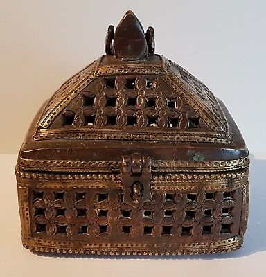 WONDERFUL antique 19th century solid bronze? Brass/copper Islamic Persian casket