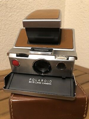 VTG Old 1970s Polaroid SX 70 Land Camera Folding Leather Film Works w/case