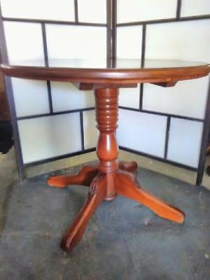 Lovely Antique Style Small Round Dining Table On Pedestal Base & Quadraform Legs