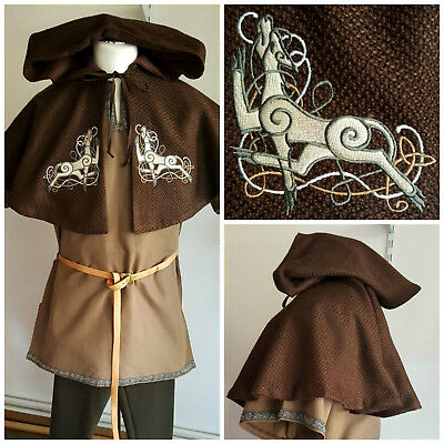 Mittelalter Gugel, Woll Cape, LARP, Gugel mit Stickerei, Celtic Dogs
