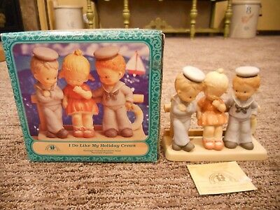 Vintage 1995 Enesco Memories of Yesterday I Do Like My Holiday Crews IOB