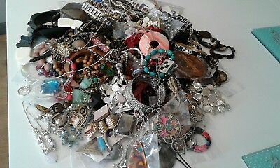 Job Lot of a 100 pieces of Vintage and New Costume Jewellery