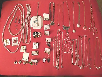 Vintage ESTATE COSTUME JEWELRY LOT 50 PCS NECKLACES, EAR RINGS, PINS, BROACHES