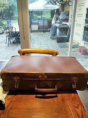 VINTAGE/Retro : old picnic suitcase incomplete Needs restoration