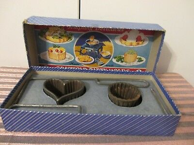 Vintage GRISWOLD Cast Iron PATTY MOLDS Original Box Deep Pattern Recipes No 2