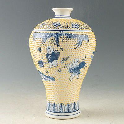 China Porcelain Hand-Painted Flowers Vase Made During The Daqing Qianlong GL1015