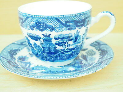 Blue & White Willow Pattern Tea Cup & Saucer (L268)