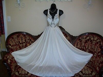 Vtg. Olga Rare Super Sweeping Ivory Nightgown  N.mint # 92270