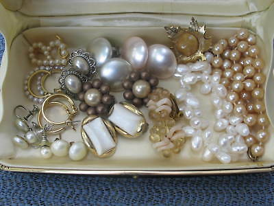 Lot of Vintage Earrings, brooches and necklace from an ESTATE