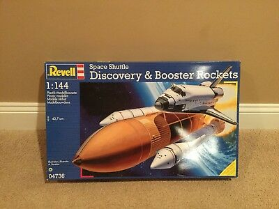 Revell 04736 Space Shuttle Discovery & Booster Rockets 1/144 Scale, new-open box