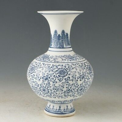 China Porcelain Hand-Painted Flowers Vase Made During The Daqing Qianlong MY0875