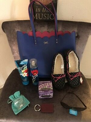 Woman's Gift Lot!   Tote, Slippers, Lotion, & More