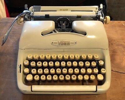 Rare VTG 1956-57 Voss ST-24 Deluxe Cream Typewriter & Hard Case West Germany