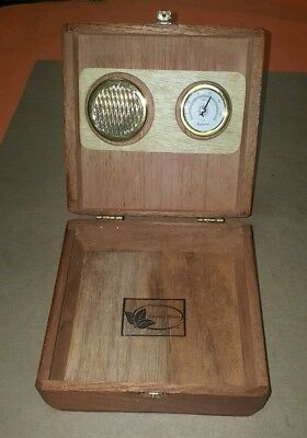 Cigar Humidor Wood Cedar Box Hygrometer Humidifier Cigar Storage Desktop Case