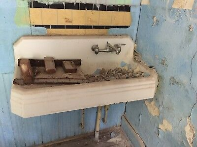 Antique Vintage Cast Iron  Porcelain Farm Sink Kitchen Right Drainboard  1862-42