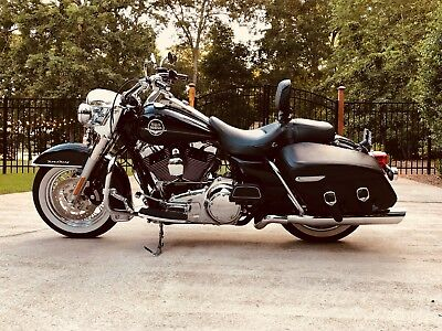 2010 Harley-Davidson Touring  2010 Harley Davidson Road King Classic with Extras