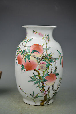 Beautiful chinese famille rose porcelain peaches vase