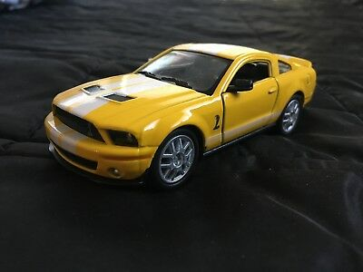 Kinsmart 2007 Ford Mustang Shelby GT500 1:38 SCALE 1/38 Yellow white stripe SVT