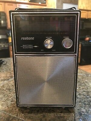 Vintage Realtone Am Battery Electric Transistor Radio Model 1443-5 Works!