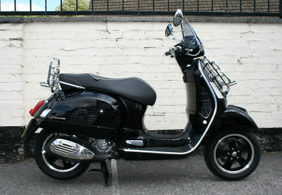 VESPA GTS 300 ie SUPER SCOOTER BLACK 2014 - GREAT CONDITION - ONLY 1970 MILE