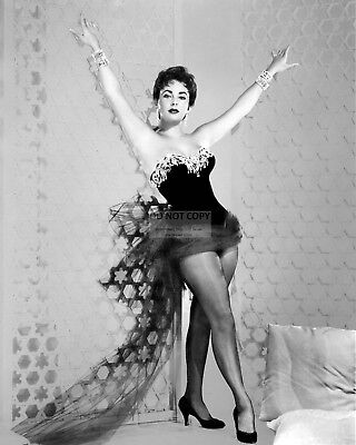 Elizabeth Taylor Legendary Actress Pin Up - 8X10 Publicity Photo (Rt177)