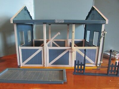 Breyer Classics Country Horse Stable/Barn 3 Stalls  Disassembled 4 HORSES