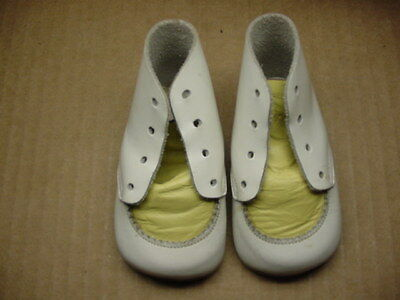 """Vintage White & Yellow Leather Baby Booties Shoes 3-7/8"""" Long Nice Condition"""