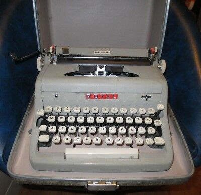 Vintage Royal Quiet Deluxe Manual Portable Typewriter with Case