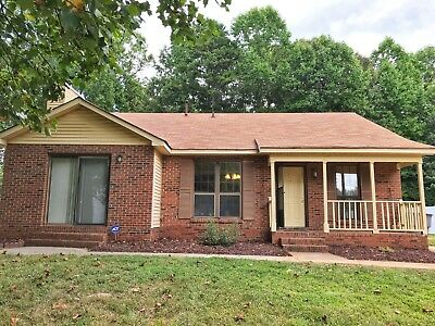 3 Bed/2 Bath with NEW Renovated kitchen!