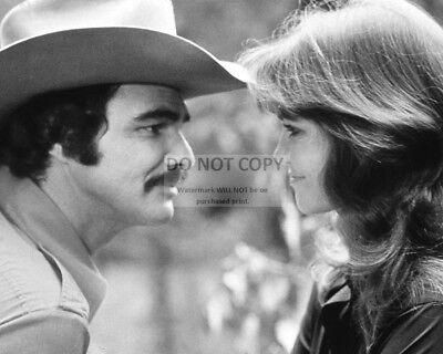 "Burt Reynolds & Sally Field In ""Smokey And The Bandit"" - 8X10 Photo (Rt214)"
