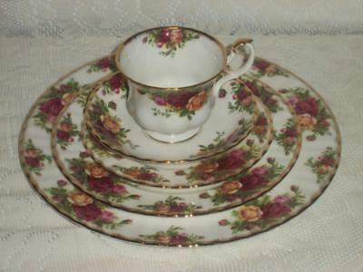 Royal Albert Old Country Roses Five Piece Place Setting England 1962