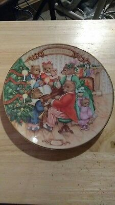 """AVON 1989 CHRISTMAS PLATE Porcelain trimmed in 22K gold """"TOGETHER FOR CHRISTMAS"""""""