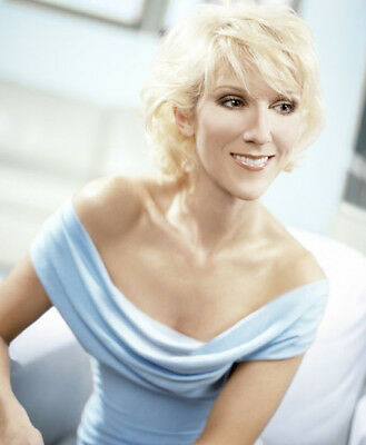 Celine Dion UNSIGNED photograph - Beautiful Canadian singer - M5935 - NEW IMAGE