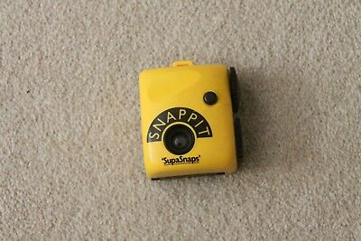 SUPASNAPS  SNAPPIT CAMERA  - 126 Film - 1980s.