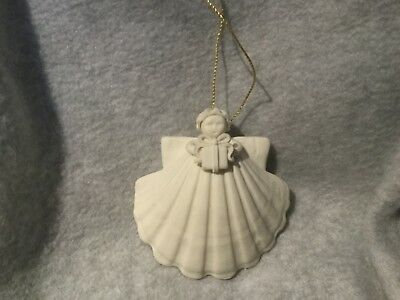"Preowned ""MARGARET FURLONG"" 1991 CHRISTMAS ORNAMENT ""ANGEL W/GIFT"""