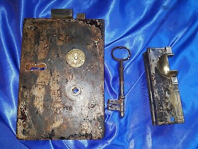 Vintage Lock  No 60 Carpenters With Key And Keeper Very Rare