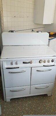 Wedge Wood stove in great working condition from the 1950s