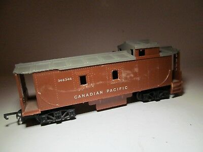 Vintage Triang HO Scale CN #7482 Canadian National Rare Color Brown Caboose