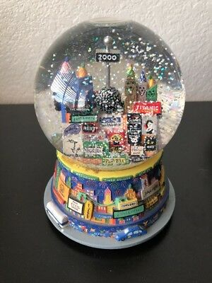 New York Broadway Snow Globe Snowglobe