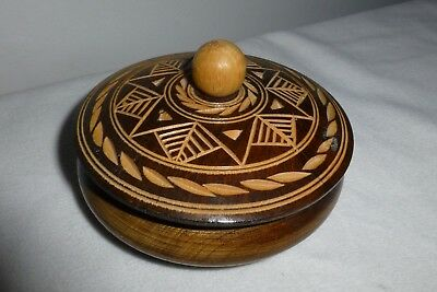 Carved wood pattern round lidded box