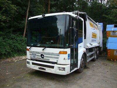 Mercedes econic 6x2 rear steer with Geesink body and trade lift.