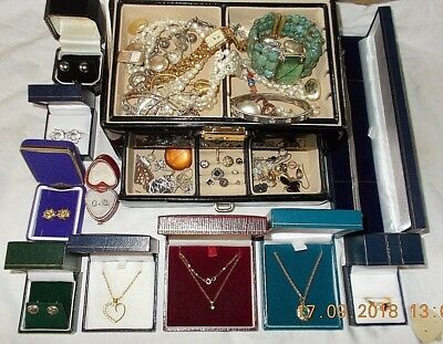 Job Lot of Vintage & Modern Jewellery Including 9ct Gold & 925 Sterling Silver