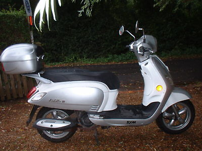 SYM FIDDLE lll  125cc SCOOTER YEAR 2014 AUTOMATIC TWIST & GO WITH TOP BOX